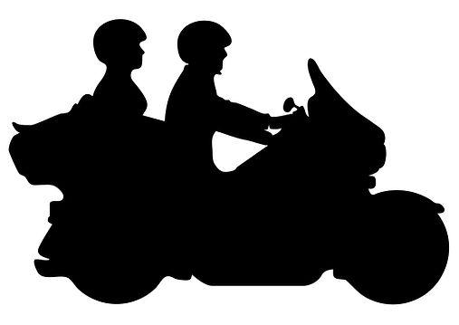 גבר ואשה על קטנוע.jpg