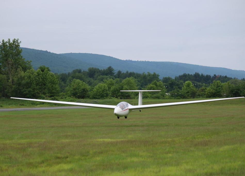 ASK-21 landing Runway 5
