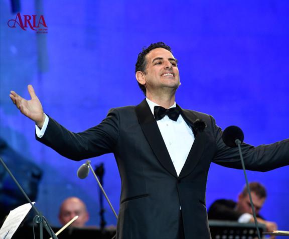 קונצרט ככר אודאון עם חואן דייגו פלורז