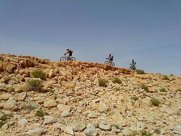 מסלולי רכיבה על אופניים ומסלולים רגליים באיזור הר ערקוב