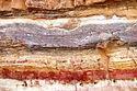 """פעילות דומה של איסוף חול צבעוני ניתן לעשות גם במכתש הגדול. מחוות כרמי עבדת מומלץ לנסוע לירוחם לעשות תצפית על מכתש מהר אבנון ( יש שילוט מן הכביש) ולרדת אל המכתש. לאחר מספר ק""""מ מתגלה עץ אקליפטוס ולידו חניון יום. ממש ליד החניון, בסלעים הטבעיים של המכתש ניתן להסתובב ולמצוא חולות בצבעים שונים ומגוונים אותם אוהבים הילדים למלא בבקבוקים. בחנות החווה ניתן לרכוש צנצנות ממוחזרות לפעילויות אלו."""