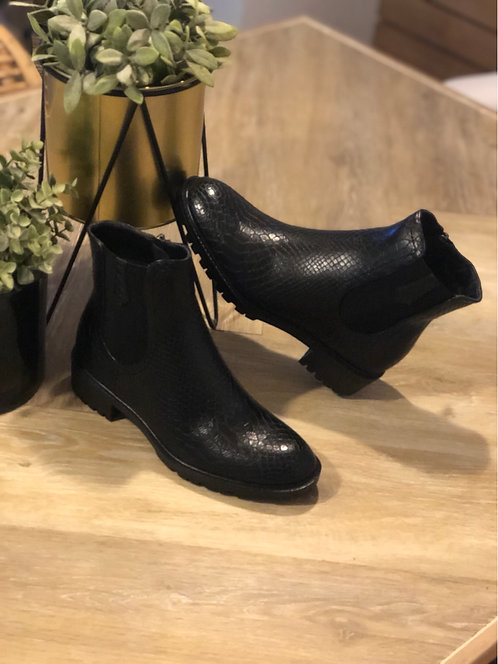 Boots Crya