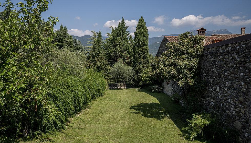 Le Chiusure, Castello, garden_edited.jpg