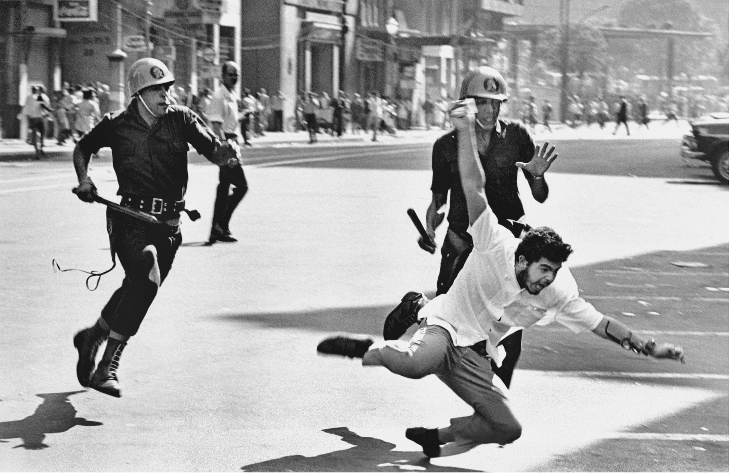 1968, manifestação na Cinelândia, Rio.