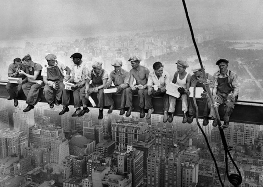 Almoço no topo de um arranha-céu'), de Charles C. Ebbets, 1932.