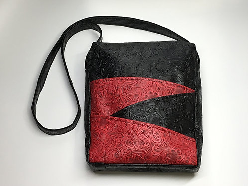 Black Red Saddlebag