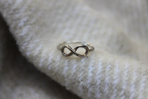 INFINITY HAMMERED Ring