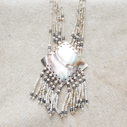 THE QUEEN OF SHELLS Necklace