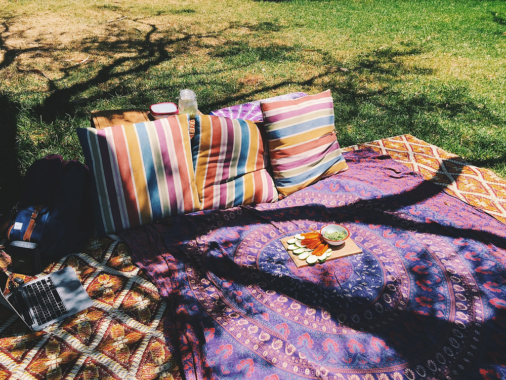 ROMANTIC BOHO PICNIC FOR VALENTINES DAY