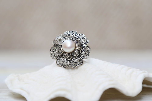 THE BLOOM OF THE PEARL Ring