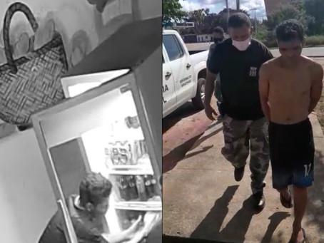 Flagra | Ladrão faminto não se contentou só com a comida e acabou preso, em Novo Airão