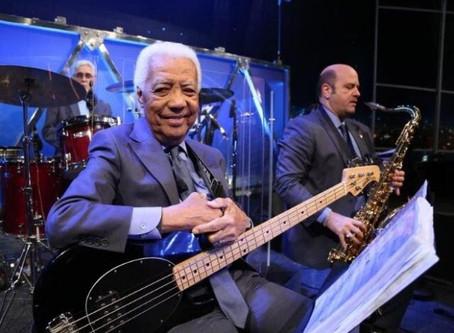 Morre aos 85 anos, Bira, baixista de Jô Soares, após sofrer parada cardíaca