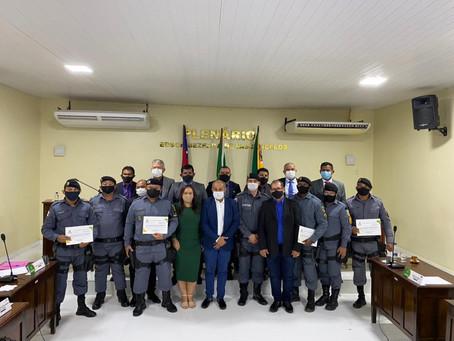 Policiais Militares de Novo Airão recebem Moção de Reconhecimento e aplauso da Câmara de Vereadores