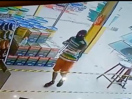 Assaltantes armados invadem mercadinho e material de construção do Bairro Novo Manacá, em Manacapuru