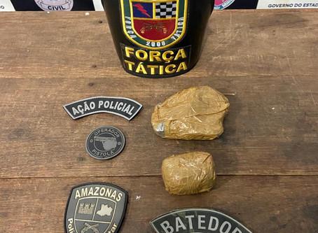 """Homem é preso com duas """"trouxonas"""" de droga em Manacapuru"""