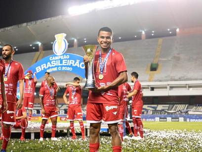 Manacapuruense Dudu, volante do Vila Nova, é um dos destaques do time na Conquista da Série C.