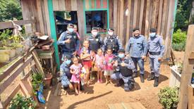 12 de Outubro   Ação da Polícia Militar leva alegria e brinquedos para crianças de Manacapuru