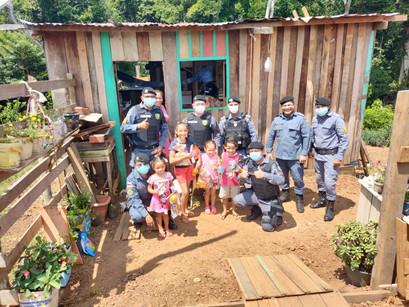 12 de Outubro | Ação da Polícia Militar leva alegria e brinquedos para crianças de Manacapuru