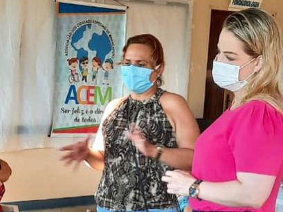 Em Manacapuru, Defensora Pública Carol Braz, trata sobre a vacinação de pais e mães de crianças PCDs