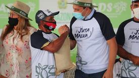 Wilson Lima paga subvenção da safra 2020/2021 de juta e malva a mais de 800 produtores do Estado