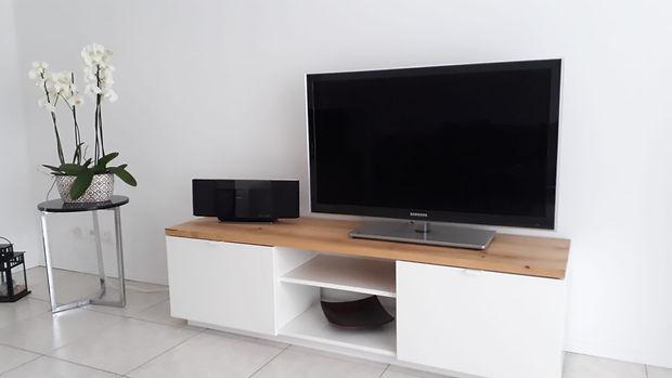 Fernsehmöbel-mit-Holz-modernisiert.jpg