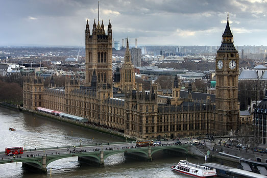 westminster-palace-in-cityscape-at-cloud