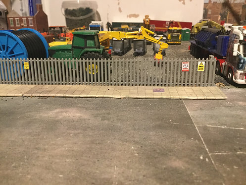 1/76 Grey Palisade Fence & Gates (3x gates, 5x 257mm long fence)