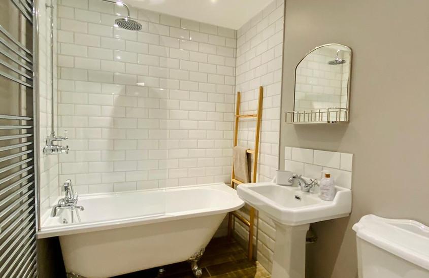 New bathroom & roll top bath