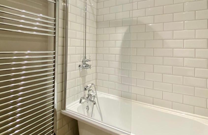 Roll top bath & shower