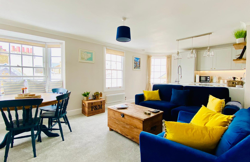 Beautiful Bright open plan living room & kitchen
