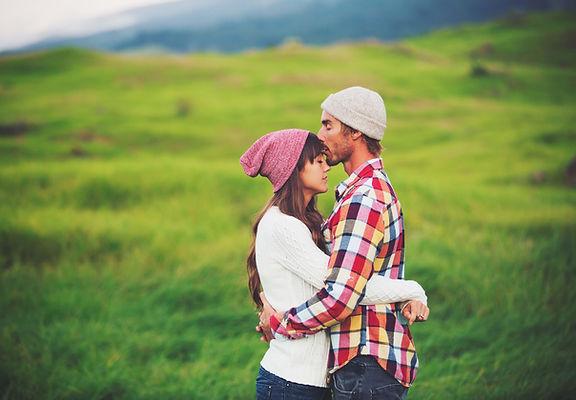 abrazo romántico