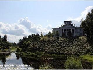 Дом с колоннами на горке