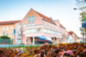 Rathausplatz in Schkuditz mit Blick auf das Rathaus