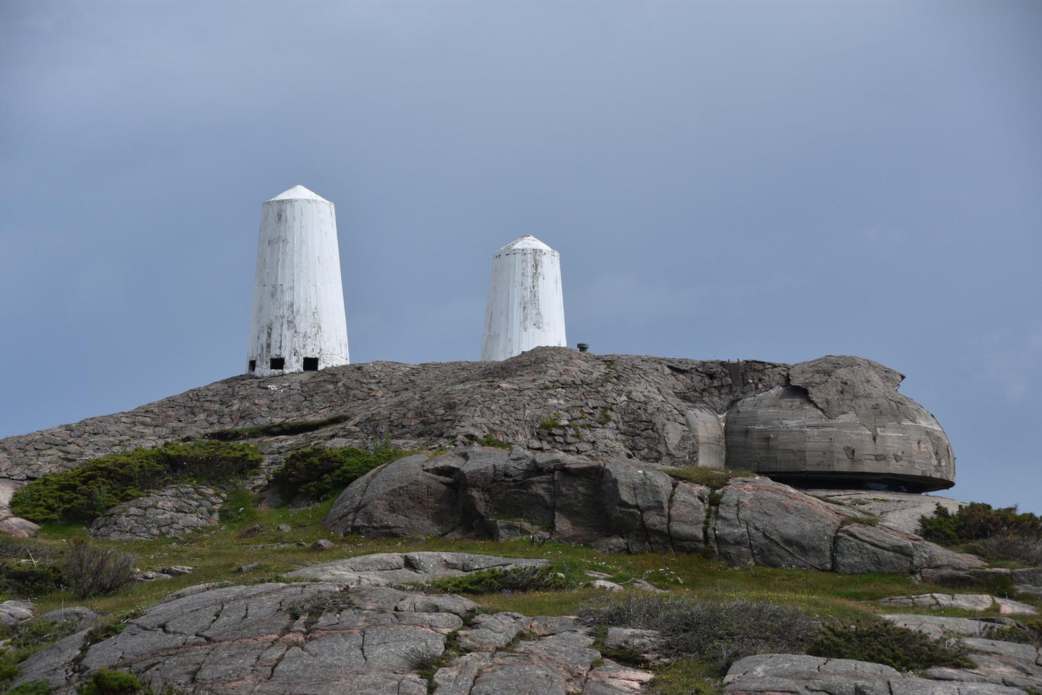 Vardene og kommandopost på Helgøya