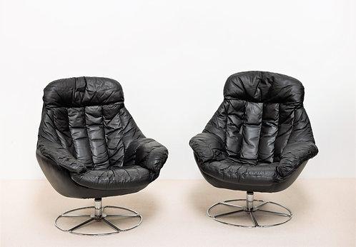 Fauteuils design H W Klein en cuir noir