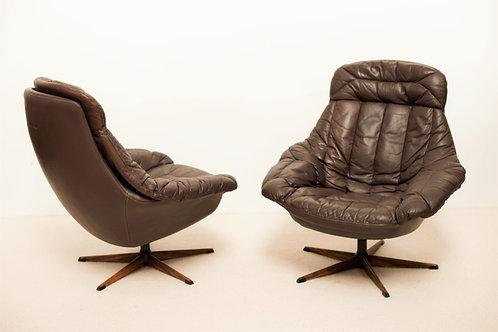 Fauteuils design H W Klein en cuir marron