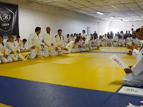 Com mais de 150 alunos, o Mestre Pedro Costa orientou o primeiro seminário de graduação para faixas