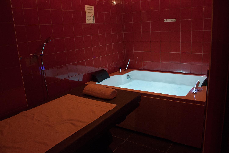 Bains à remous, & table de massage