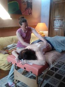 massage énergétique de détente, relaxation et bien-être aux huiles végétales et essentielles bio ensemble du corps