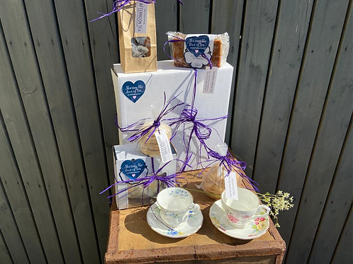 Luxury Tea & Cake Box for two