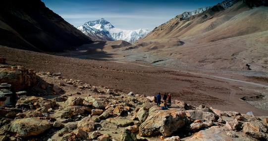 Rongbuk Monastery w Everest w Wade Davis