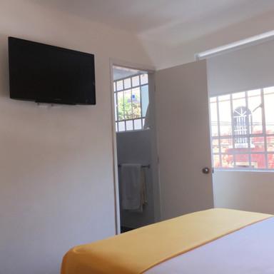 Tv con cable y baño en suite.