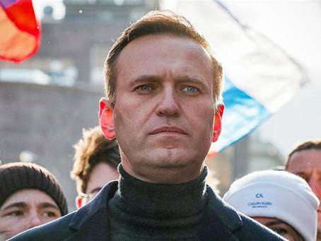 Американские СМИ: лидер российской оппозиции Алексей Навальный находится без сознания в больнице