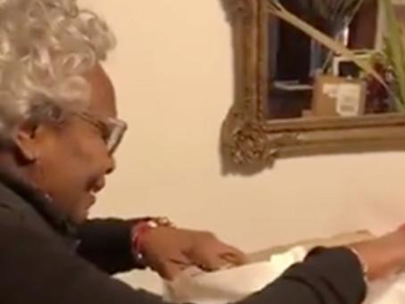 Реакция бабушки на подарок мечты «взорвала» интернет