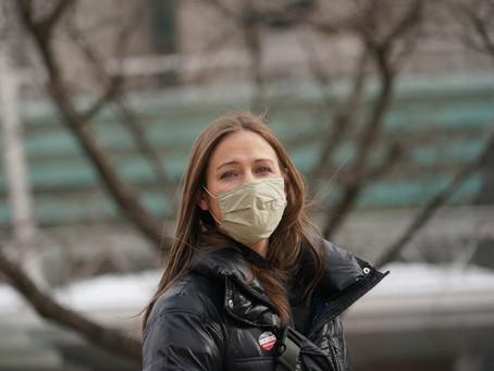 В Нью-Йорке официантка осталась без работы после отказа получить вакцину