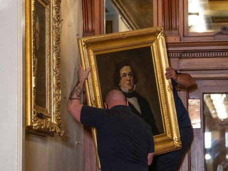 Портреты четырёх бывших спикеров Палаты представителей были вынесены из Капитолия США