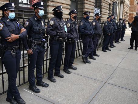 В режиме «боевой готовности»: полицейские Нью-Йорка переходят на 12-часовые смены