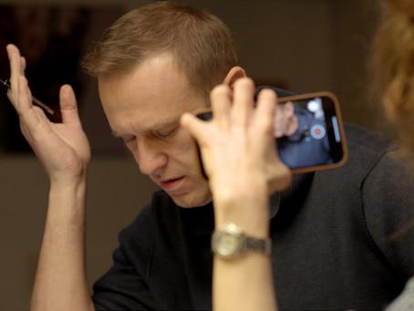 «Трусы Навального» в топе американских заголовков