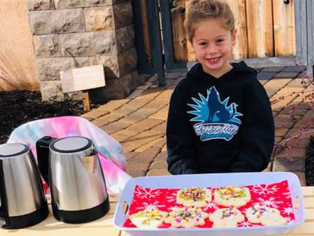 5-летняя девочка оплатила обеды 123 учеников