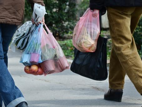 Закон о запрете пластиковых пакетов, наконец, вступил в силу в Нью-Йорке